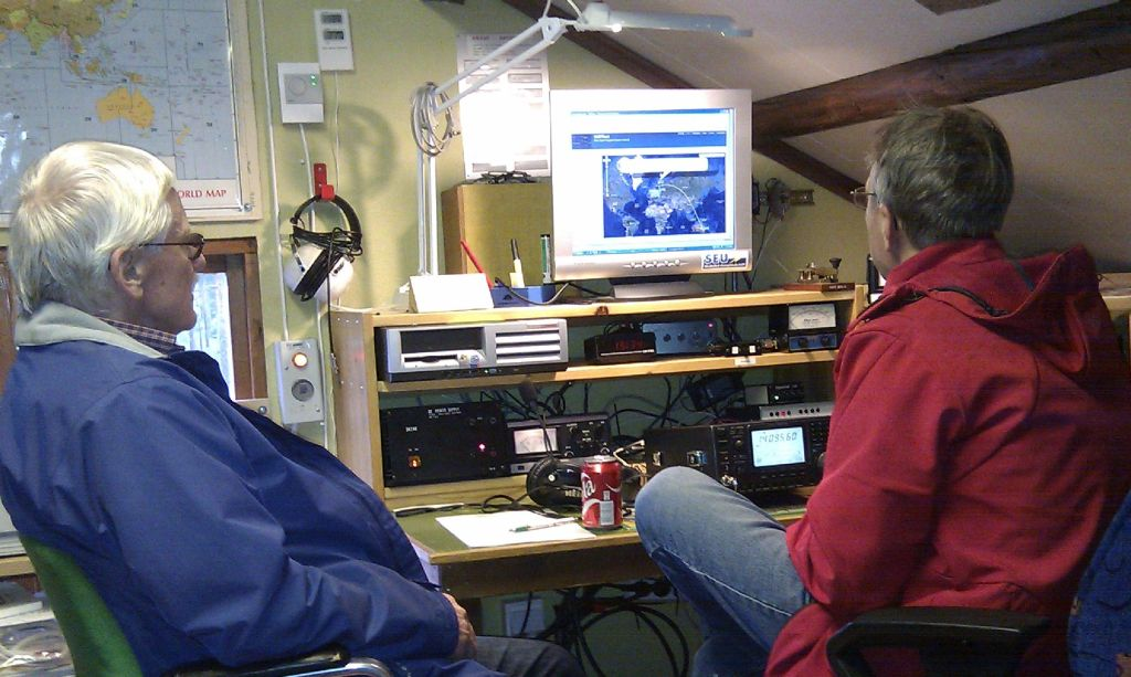 SM2LWU and SM2ALV studying the WSPR net.